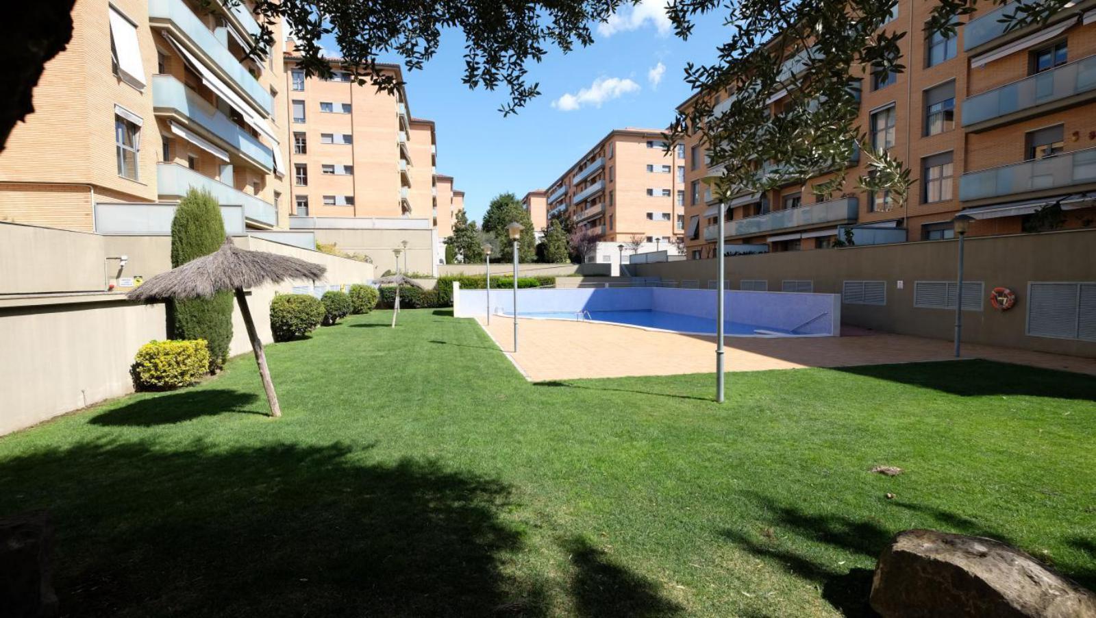 MG Inmobiliaria Sant CUgat - camp-de-futbol